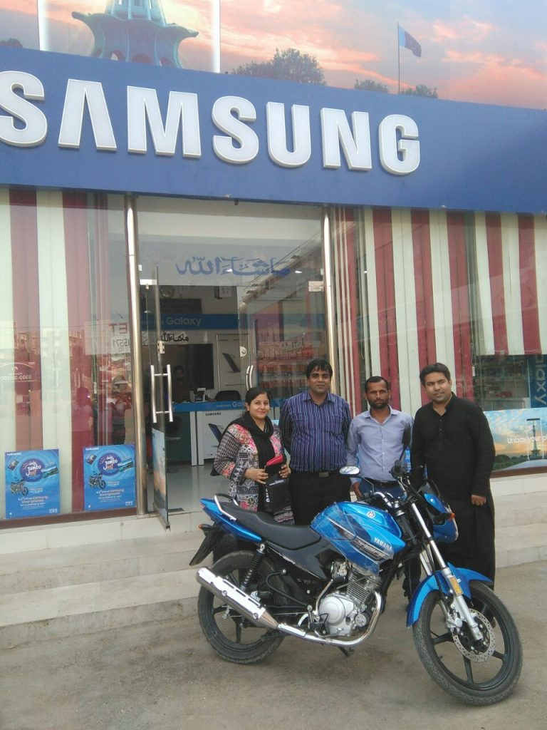"""Lahore: August 03, 2017 – In a recent chain of events, Samsung Pakistan has been carrying out its exciting promotional activity called 'Daily Jumbo Jeet' at various cities in Pakistan. The most recent ones were held in Karachi and Hyderabad; in both the cities a lucky winner won the grand prize which was Yamaha YBR 125CC motorbike. Samsung 'Daily Jumbo Jeet' was basically carried out in different cities with the objective of rewarding the loyal customers and retailers of Samsung. Customers simply had to purchase a Samsung smartphone and enter the lucky draw to win exciting prizes such as; Yamaha 125CC Bike, Samsung 32"""" LED TVs, T-285 Tablets and cash vouchers up to Rs. 5000 winner. Head of Samsung Mobile Samsung EC Pakistan – Mr. Umar Ghumman stated: """"Samsung has assumed a vibrant role to be a consumer-focused organization that seeks new opportunities to reward its customers, while providing them with the most innovative products to enable a modern lifestyle and powerful connectivity around the globe. With the Daily Jumbo Jeet promotional offer, we want to give our consumers and retailers both a chance to win high-valued prizes."""" The customers and distributors all across Pakistan took full advantage of this promotional activity, whereby participating enthusiastically. In order to reward the retailers, Samsung gave a Tablet to every retailer whose customer won a Bike or an LED TV from his shop. A cash voucher of Rs. 5000 was also given to the Promoter deployed by Samsung, at the Shop where the purchase is made. About Samsung Electronics Co., Ltd.: Samsung Electronics Co., Ltd. inspires the world and shapes the future with transformative ideas and technologies, redefining the worlds of TVs, smartphones, wearable devices, tablets, cameras, digital appliances, printers, medical equipment, network systems, and semiconductor and LED solutions. We are also leading in the Internet of Things space through, among others, our Smart Home and Digital Health initiatives. We emplo"""