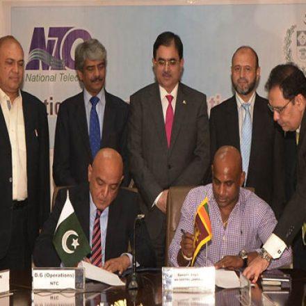 Sanath Jayasuria MD GEOTEL Lanka signs International Telecom