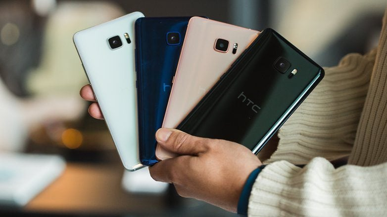 Huge phone screens are becoming the trend, and HTC U Ultra wants to try its hand at making a phone that's larger than its traditional flagship