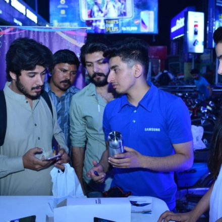 Samsung's Customer-Awareness Campaign through Kiosks in Lahore