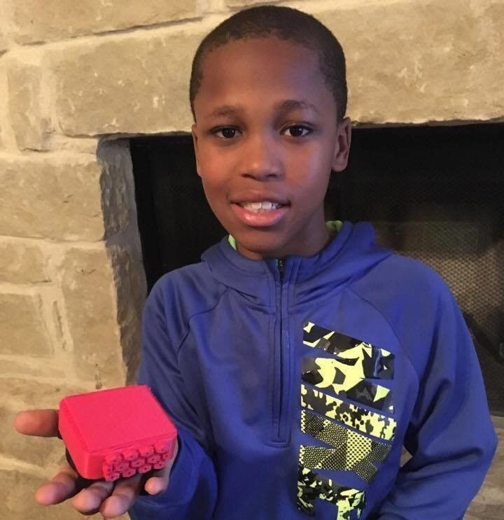 A 10-year-old schoolboy from Texas has invented a gadget to save the lives of young children left in hot cars, accidentally.
