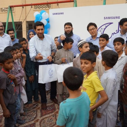 Samsung shares Iftaar & gifts with orphans in Lahore