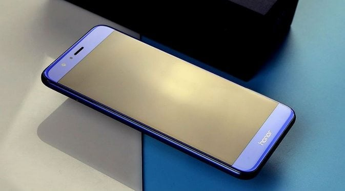 The Honor 9 is a very good phone, coming in at a decent price. The phone sports a 5.15 inch Full HD display, with 2.5D glass, and comes with Kirin 960 chip