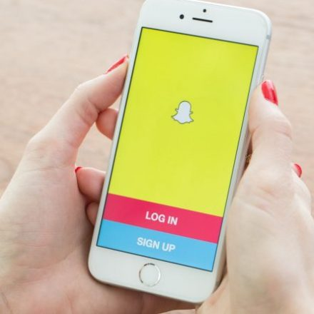 Snap share just went below its IPO price