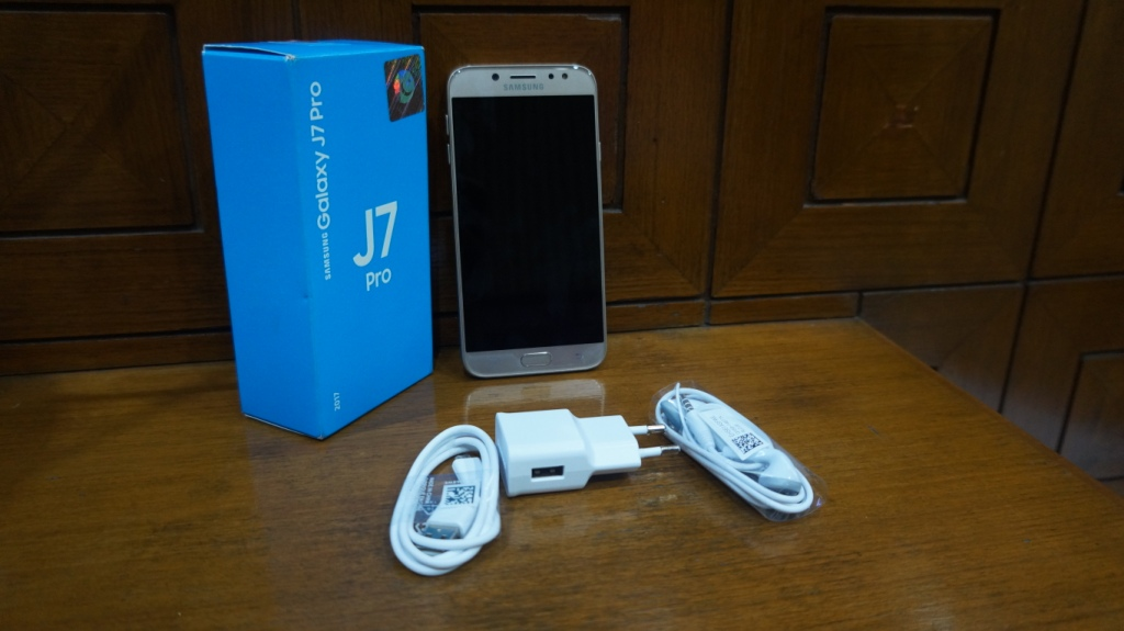 Samsung Galaxy J7 Pro is the best device but is it good to buy in this price range? In general, the Samsung Galaxy J7 Pro can be viewed as an extraordinary