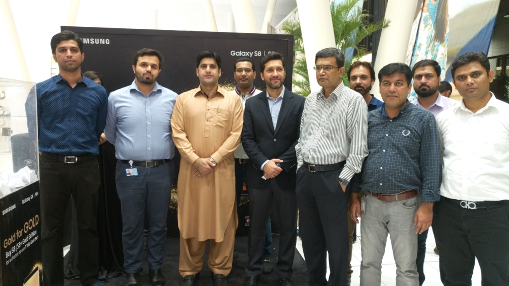 The global technology leader – Samsung Electronics has recently launched a Gold prize offered in Pakistan, to reward the buyers of its most advanced smart
