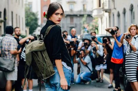 In Paris through a union protesting for respect, more than 40 photographers and the followers of fashion circuit who snap the top fashion celebrities
