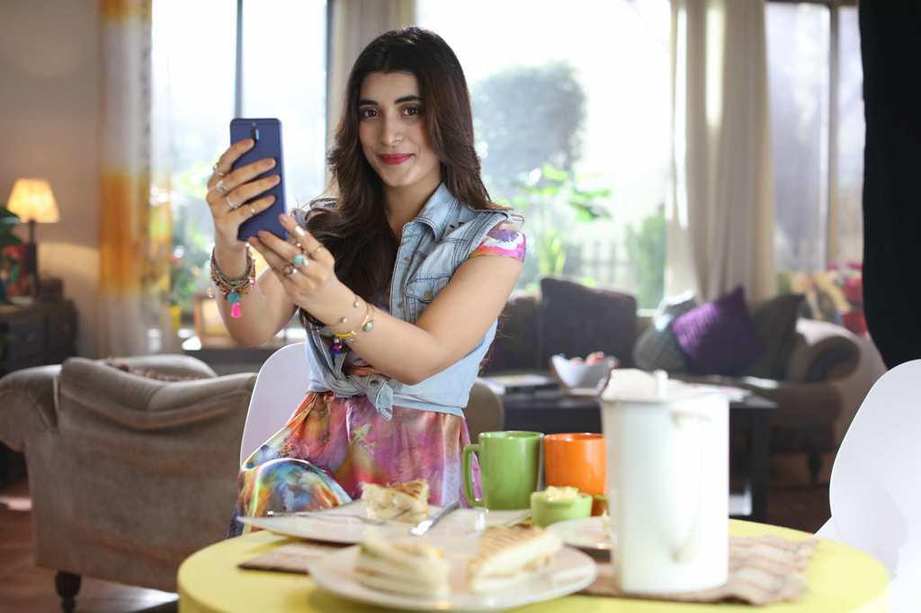Urwa Hocane has spilled secrets of taking amazing selfies with the HUAWEI Mate 10 lite. Urwa, our very own selfie superstarhas found her perfect Mate in HUAWEI Mate 10 lite and dazzled the world with her fabulous selfies. The VJ-turned-star and one of Pakistan's leading actors tells exciting gimmicks about HUAWEI Mate 10 lite through which anyone can take stunning selfies! Look Your Best! To begin with, one should look their best! With all the right accessories, one should always take a test selfie and check how they look. With HUAWEI Mate 10 lite's 13-megapixel front camera paired with a 2-megapixel dual camera every shot is amazing! It also has a 16-megapixel rear camera that has a 2-megapixel secondary camera for those remarkable photos. Use the Sunlight Well To look more natural and beautiful, it is important to know how to use the sunlight. The 4.0 Beautification Filter adds that glamour to your selfies and makes you look pretty. Be spontaneous& open in busy areas When surrounded with lots of people, it's good to pose in open spaces. Being spontaneous adds an edge to your photos. The HUAWEI Mate 10 lite's camera comes loaded with a wide-aperture mode that takes crisp images and enhances the look and feel of your photos. Must Read:Systems Limited Celebrates 40th Anniversary Launches New Company Logo Use the Smart Selfie Toning Flash to glow in your selfies Now you don't have to be afraid of the dark for the HUAWEI Mate 10 lite has a Smart Selfie Toning Flash. Say goodbye to dark selfies or photos that are too bright because of the flash – for the toning flash adds a natural glow to your selfies. Take spectacular Bokeh portraits Everyone loves taking bokeh portraits as the blur background lets you stand out in your selfies. The HUAWEI Mate 10 lite is superb for it. Just before you click your incredible selfie, activate the Portrait Bokeh Effect to enhance your photos. Check out the video on this link (YouTube Link) and get your hands on the HUAWEI Mate 10 lite fo