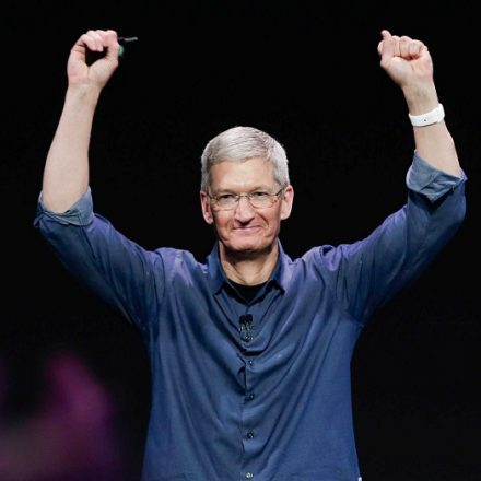 Apple's CEO Tim Cook earned $102 million in 2017, will use private jet as recommended by company