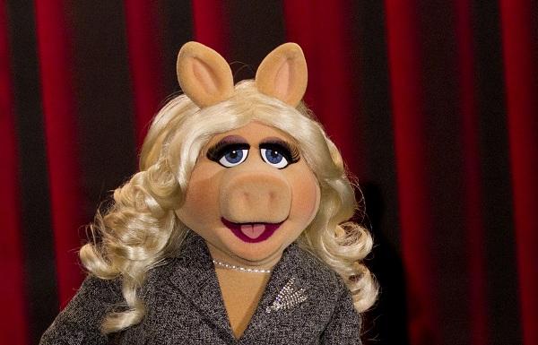 Vogue Paris EIC gives fashion wisdom to Miss Piggy