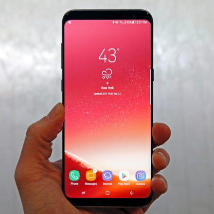 Samsung Galaxy S8 and S8 + screens are waking up themselves, users report