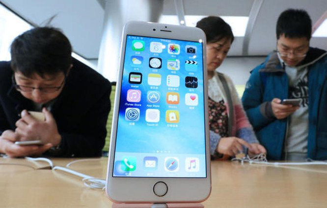 Apple to buy memory chips from China-based chipmaker for use in products sold in Chinese market