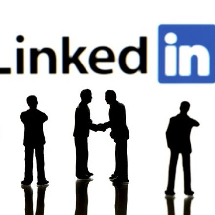 7 steps to hide your last name on LinkedIn