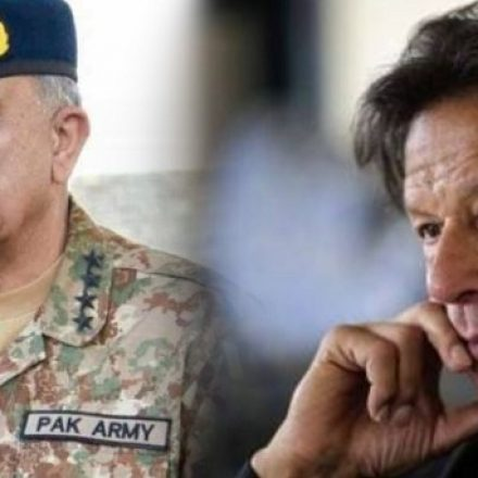 Prime Minister Imran Khan visits Army's GHQ for the first time