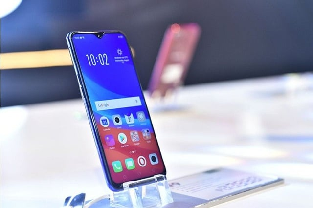 OPPO F9 launches in Pakistan with almost bezel-free design