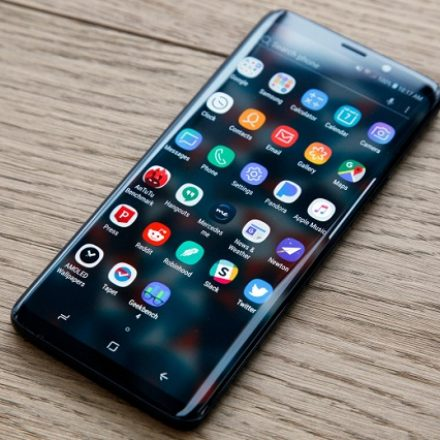 Why Galaxy S10 need to bring new features other than in-display fingerprint scanner?