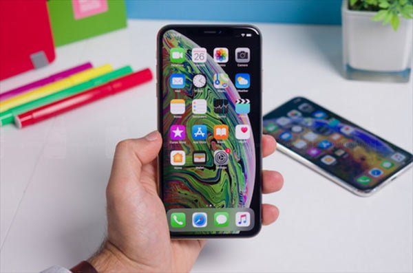 Many Apple iPhone models all over the world lost cellular data connectivity after the iOS12.1.2 update