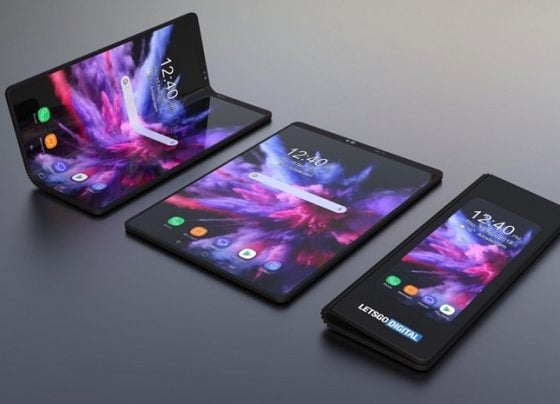 FOLDABLE PHONES BUMP INTO THEIR FIRST PROBLEM