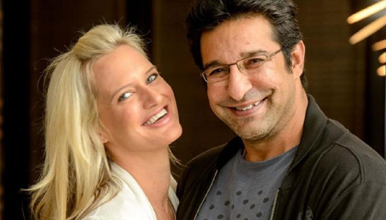 Wasim Akram and his wife celebrate six years together