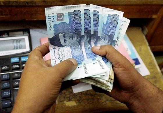 Bank deposits in Pakistan decrease by Rs. 710 billion in July