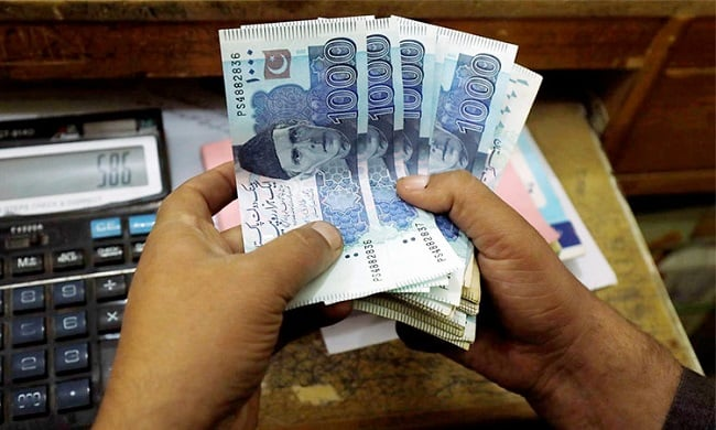 Bank deposits in Pakistan decrease by Rs. 710 billion in July
