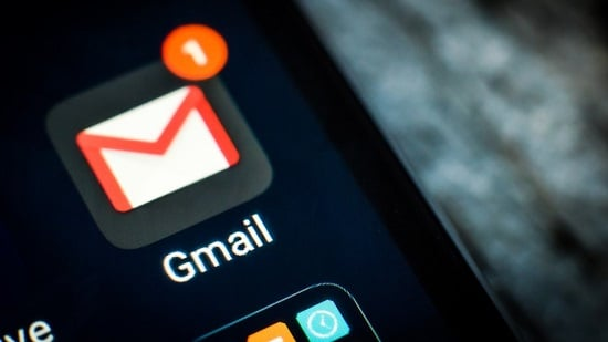 Gmail dark mode finally rolling out on Android