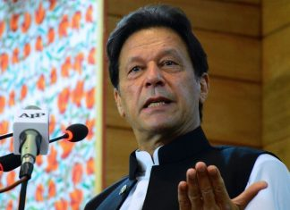 PM Encourages People to Stay and Improve Pakistan